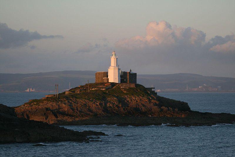 800px MumblesLighthouse1 - Wonderful Wales